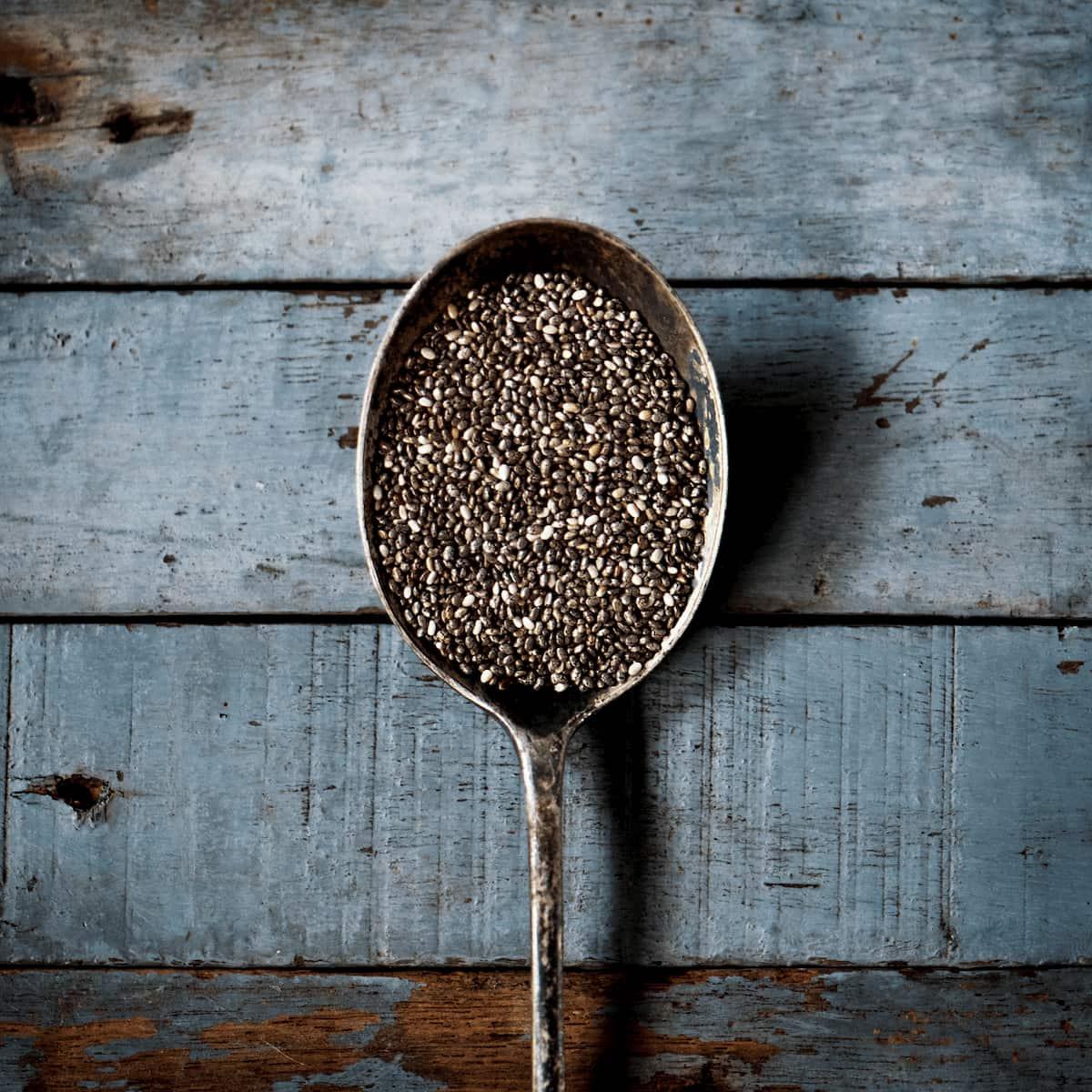 Semillas de chía en una cuchara